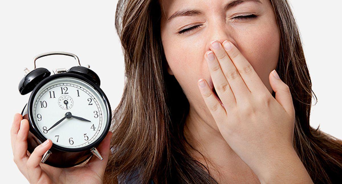 Dormir menos de 7 hrs al día reduce el volumen cerebral y disminuye el desempeño cognitivo, revela nuevo estudio