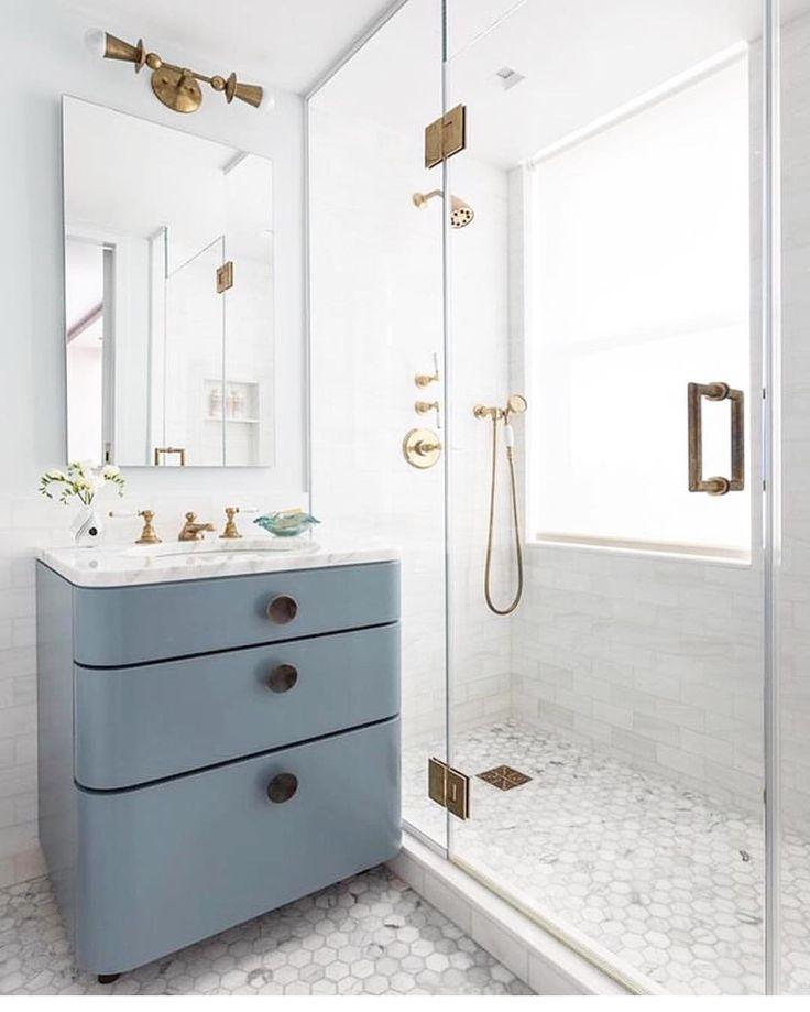 Fresh marble and blue bathroom Bathrooms
