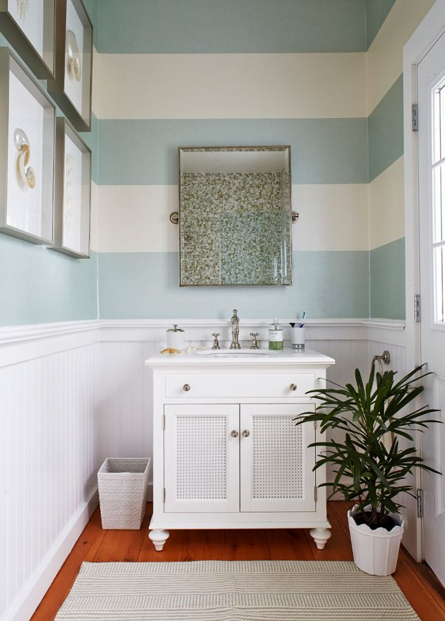 Ba o con papel pintado de rayas blanco y azul decoraci n pared vintage paredes pinterest - Papel pintado bano ...