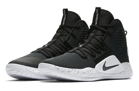 Official Look At The Nike Hyperdunk X Black White  4049dcb33