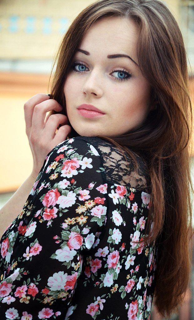 Потрясающая девушка онлайн