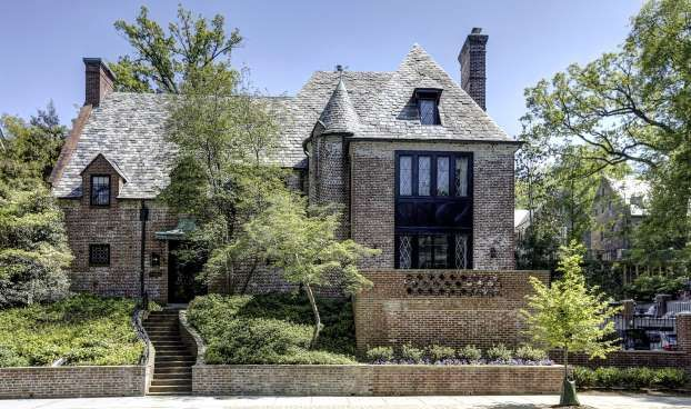 it s not quite the white house but with eight bedrooms and 8 200 rh pinterest com