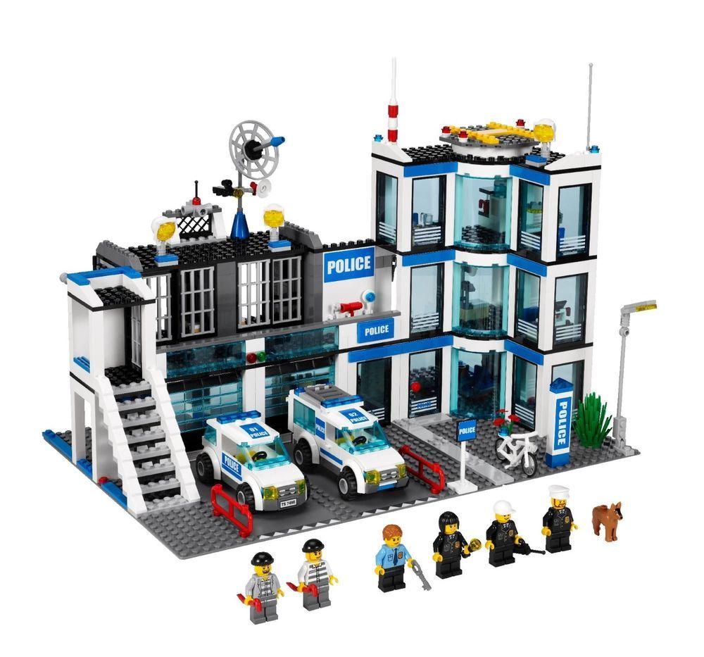 Lego City Police Station 7498 Retired Set Lego City Police Station Lego City Police Lego Police