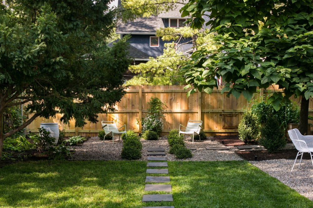 Before After A Garden Makeover In Michigan For Editor Michelle Adams Gardenista In 2020 Large Backyard Landscaping Garden Makeover Backyard Landscaping