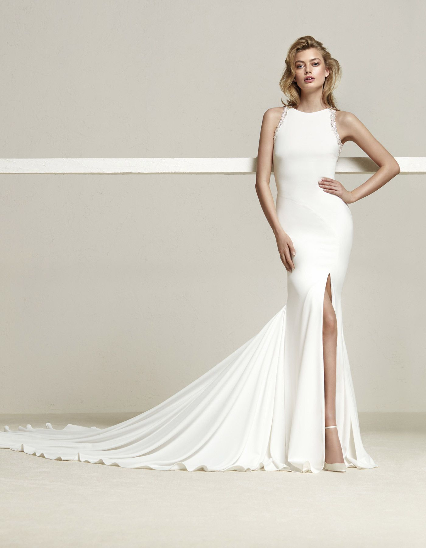 Elegant wedding dress with leg split  0c7e7f07ab