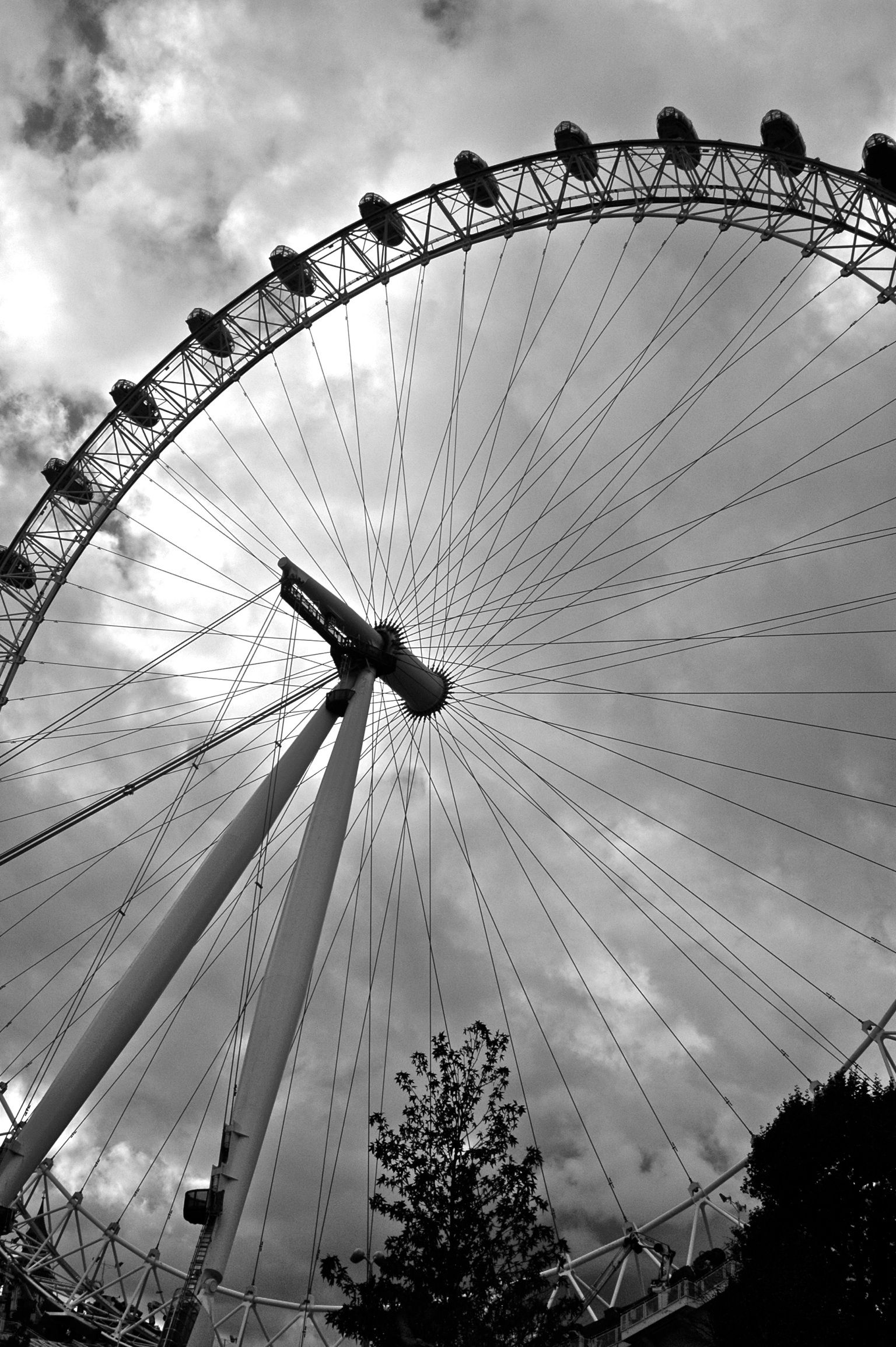 london eye black and - photo #15