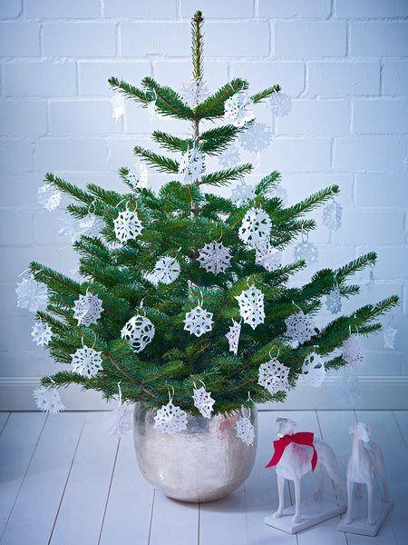 Weihnachtsbaum Schmücken   4 Glänzende Ideen   Schneeflocken Baum Rezept
