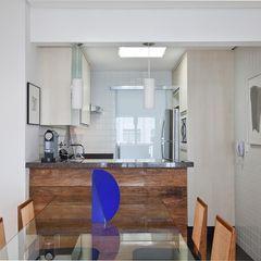 Cozinha Americana Pequena Com Balcao Em Madeira Com Imagens
