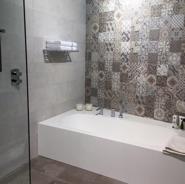 Dekor Wandfliesen: Optisch Wie Zementfliesen Aber Mit Wenig Fugenanteil U2013  Ideal Für Eine Badezimmer Dusche