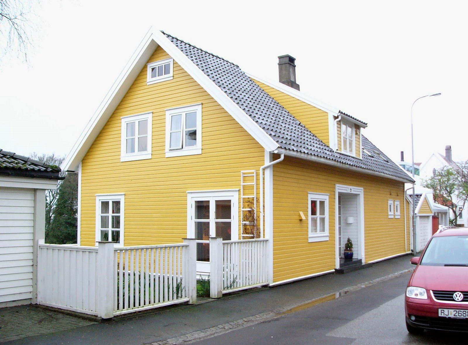 1950s painted brick houses | Here are some yellow houses I think ...
