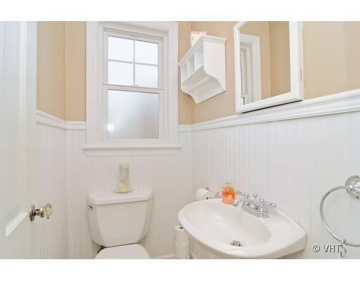 Half Bath Idea For The White Boarder.