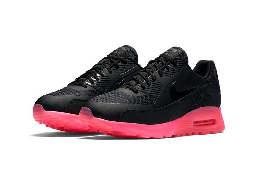 Der neue Nike Air Max 90 Ultra kommt in schwarz mit Sohle in »Digital Pink« daher. So kommt auch für die »All-Black-Everything-Girls« Farbe in den Sommer!