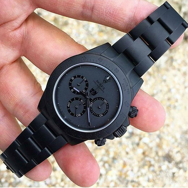 What do you think about this simple all black Rolex? Would you wear this badass watch? Spotted @horologywatches #manstrav #gear Tag us for a chance to be featured! #menstuff #manstuff #manup