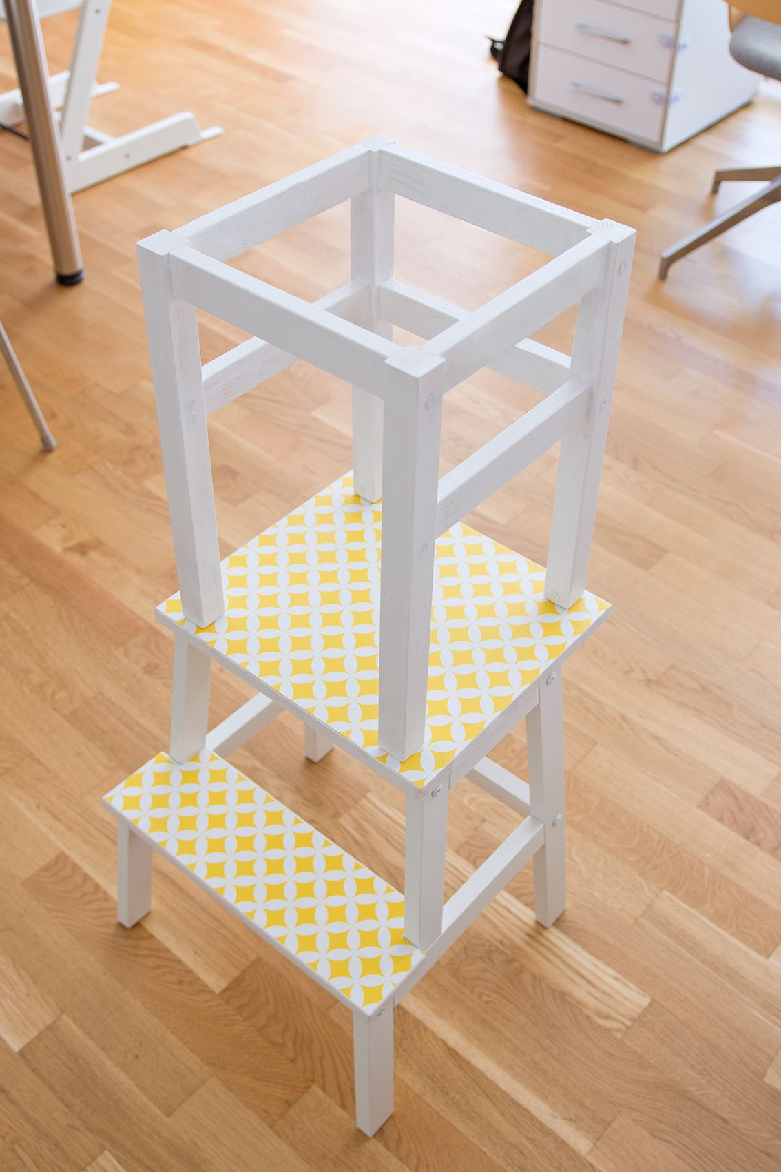 Lernturm selber bauen: Ikea Hack aus zwei Hockern | Lernturm ...