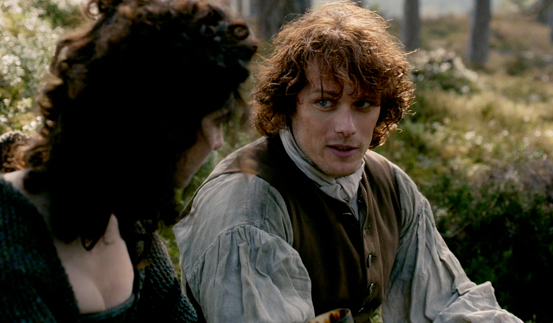 outlander-1x06-the-garrison-commander-claire-and-jamie-sonya-heaney-sceenshot.png (1136×664)