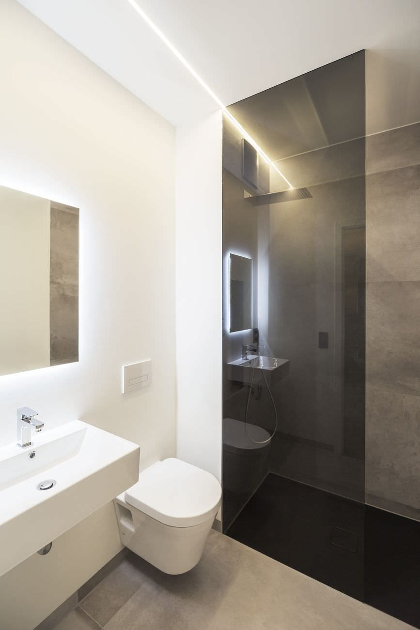 50 idee per ristrutturare un bagno piccolo moderno e funzionale luce illuminazione for Ristrutturare il bagno idee
