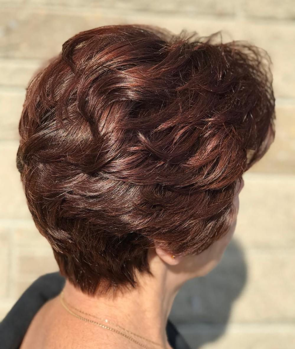 classy and simple short hairstyles for women over auburn
