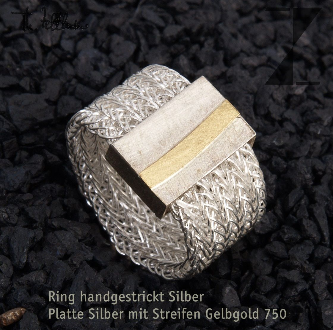 Ring, gestrickt aus Draht - Silber mit Goldstreifen http://www ...