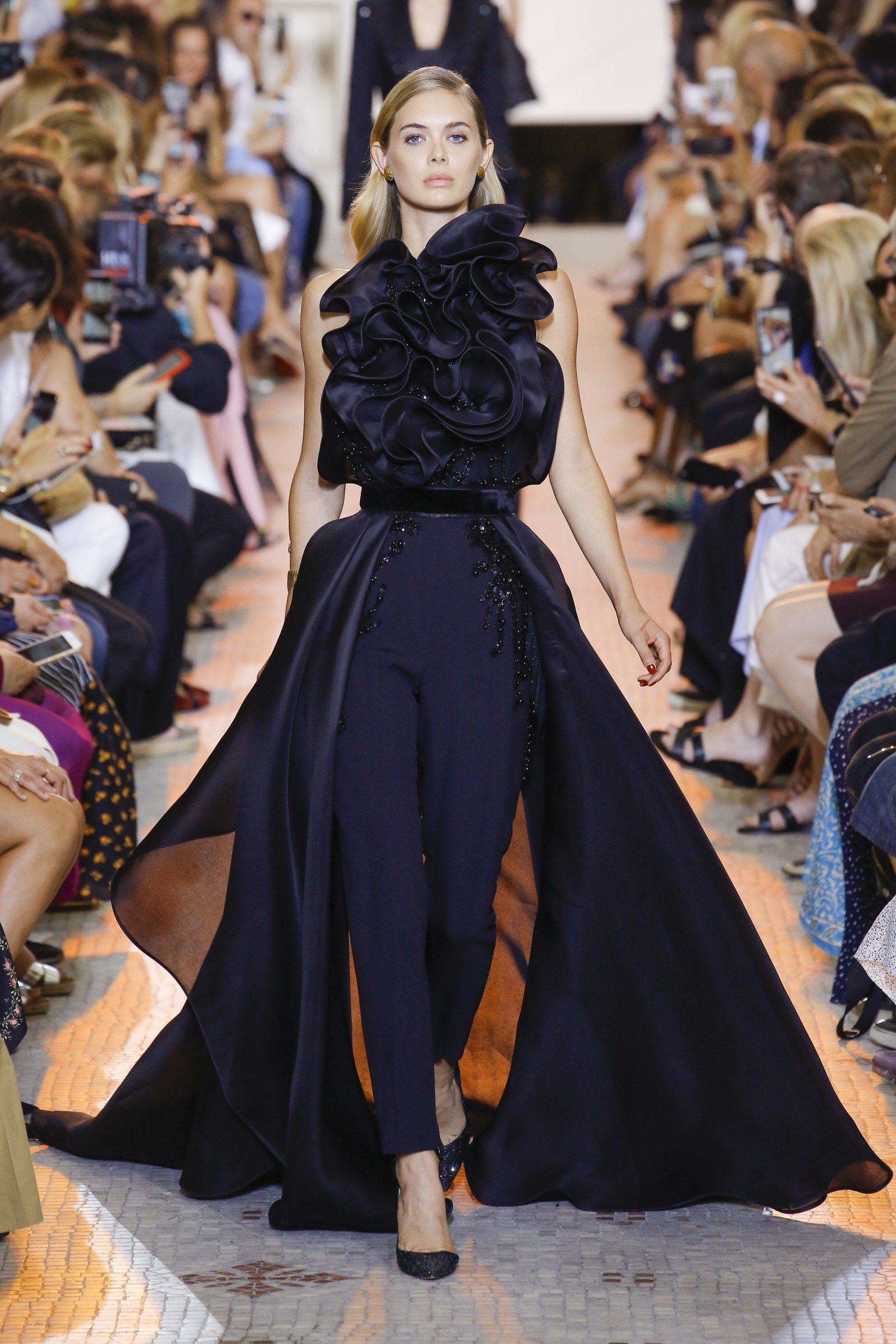 See the full Fall 2018 haute couture collection from Elie Saab. 45511b94d11