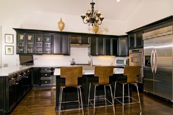Tori Spelling Kitchen Black Kitchen Cabinets Home Kitchens Black Kitchens