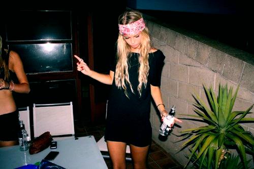 Блондинка на вечеринке