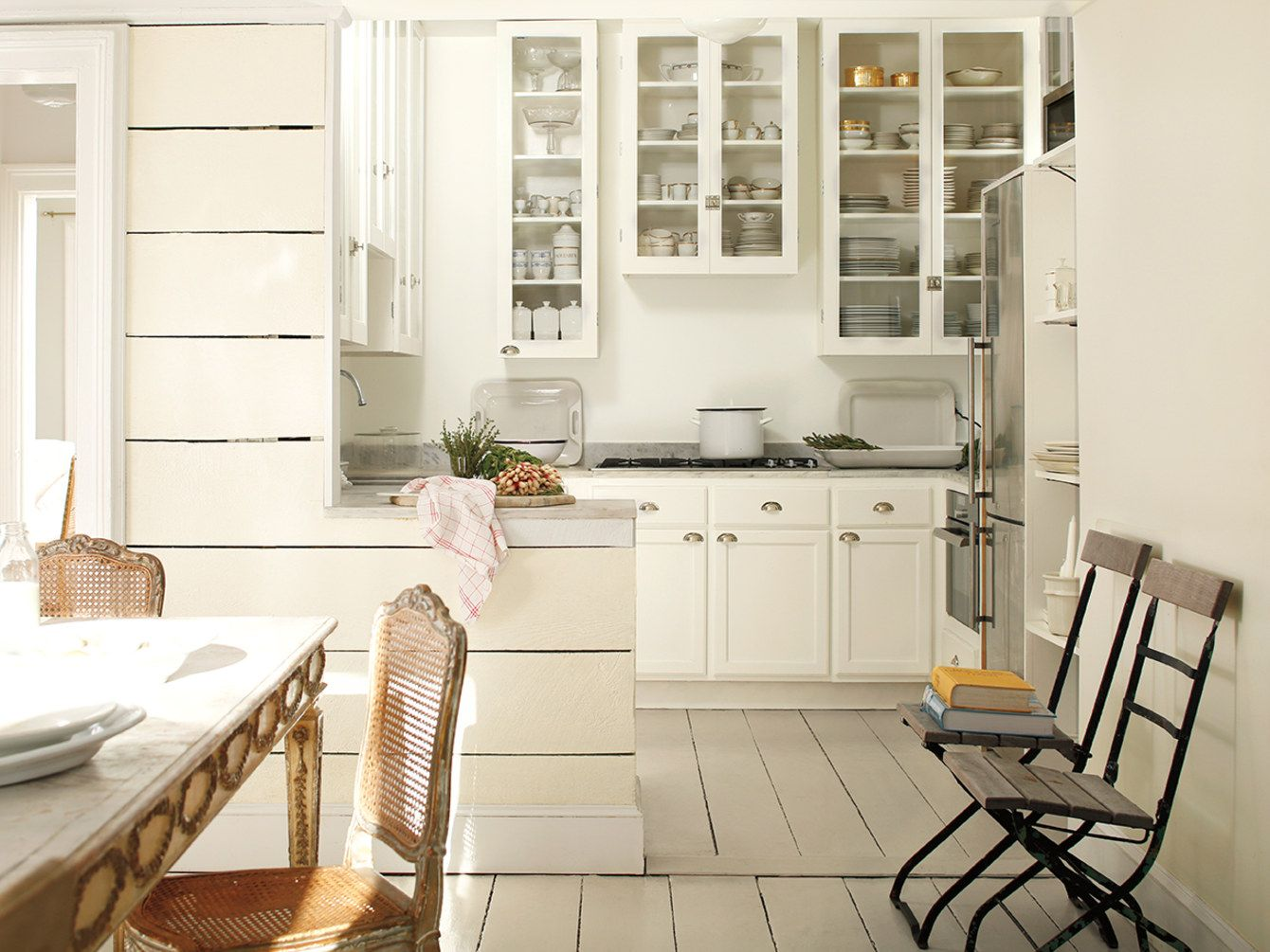 benjamin moore 2016 color of the year is simply white home rh pinterest com