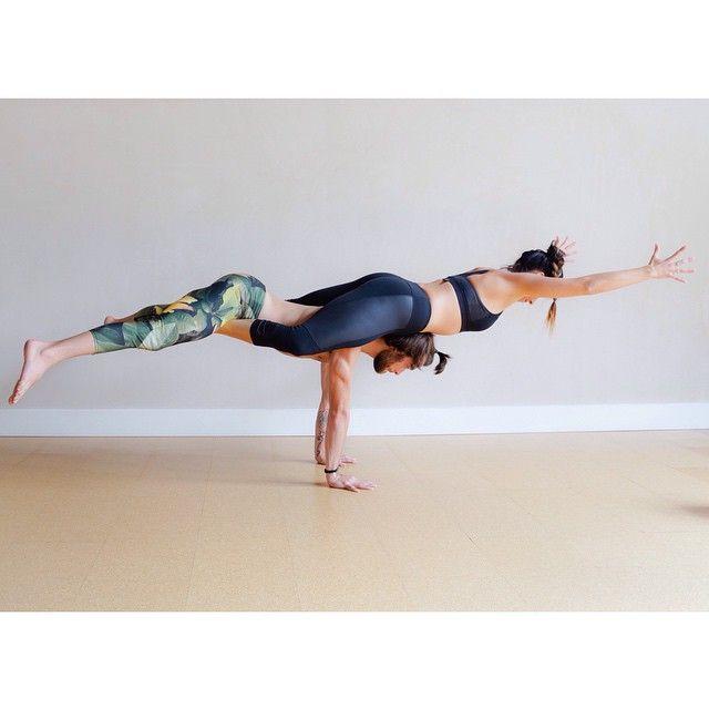 Posture Yoga A Deux
