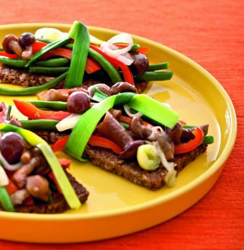 tartine con funghi chiodini, fagiolini e peperoni. ricetta di ... - Rivista Cucina Naturale