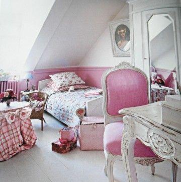 un chambre rose et gris