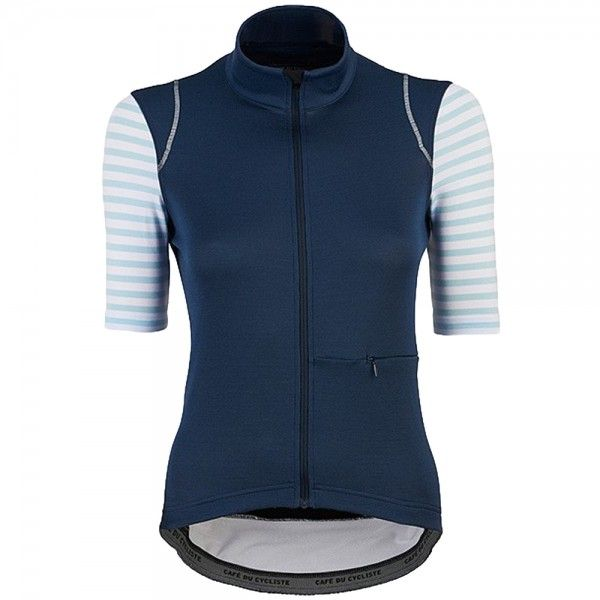 c25f67393 The Cafe du Cycliste Audax Merino Monique is a women s cycling jersey  designed with even the very longest rides in mind. The Monique draws fully  on merino s ...
