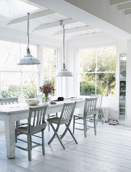 a white eat in kitchen with warm wood accents small home ideas rh pinterest de
