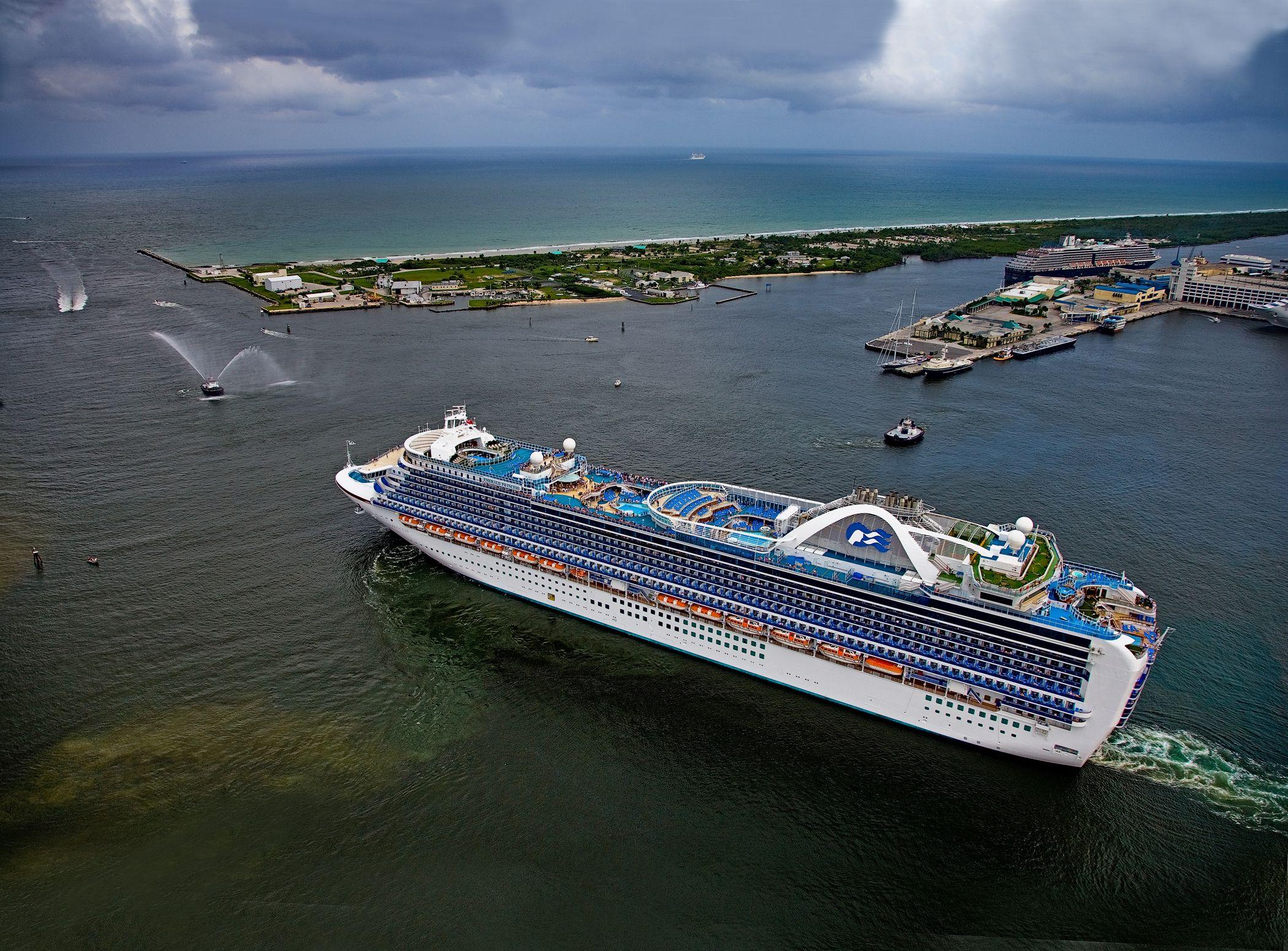 Emerald Princess starts its journey from Port Everglades