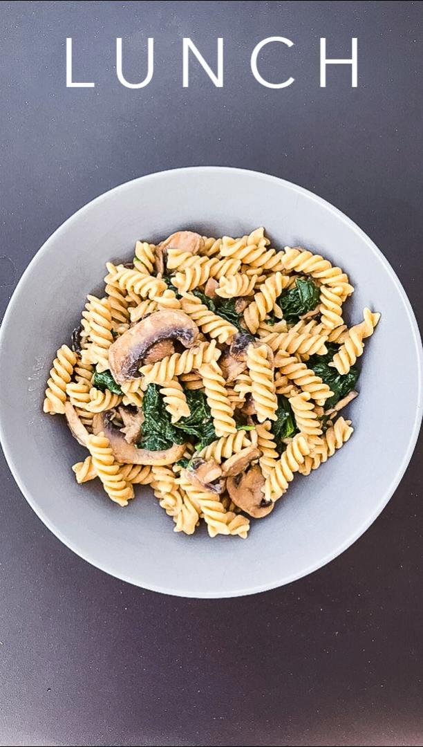 Hallo ihr Lieben. Habe heute ein super leckeres Pasta Rezept für euch. Sooo lecker 😋. Natürlich könnt ihr die Zutaten nach Belieben variieren 😊 ganz viel Spaß beim nachkochen. . . . #nudeln #pasta #lecker #food #foodblogger #kochen #cooking #foodporn #foodblogger_de #essen #glücklich #abendessen #instafood #nudelnmachenglücklich #mittagessen #abnehmen #pastalover #noodles #yummy #vegan #spaghetti #cooking #healthyfood #leckeressen #foodlover #rezepte #recipes #veganfood #bhfyp #fitness