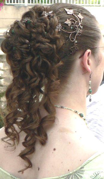 Bun with English (avec images)   Idées de coiffures, Beaux cheveux, Coiffure anglaise