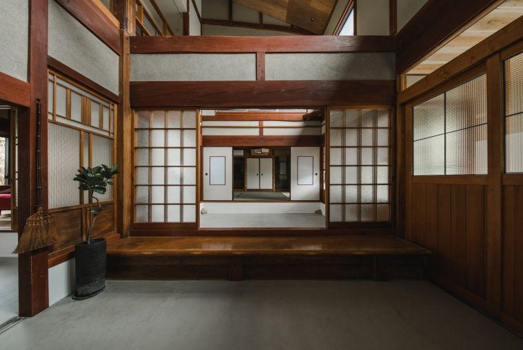 Une maison traditionnelle japonaise rénovée en 2020   Maison traditionnelle japonaise, Maison ...