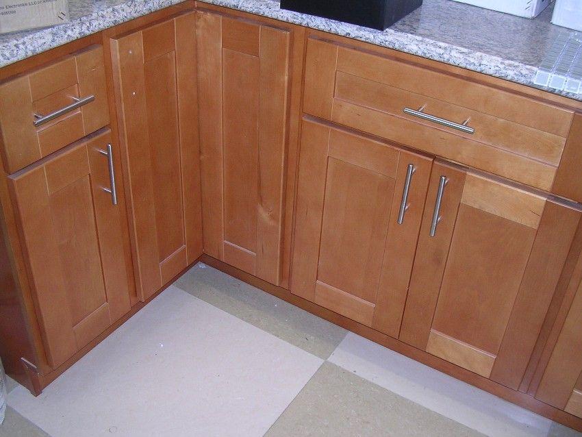 Rta Cabinet Broker 1r Honey Maple Shaker 908 Kitchen Cabinets Shaker Style Kitchens Shaker Style Kitchen Cabinets Shaker Kitchen Cabinets