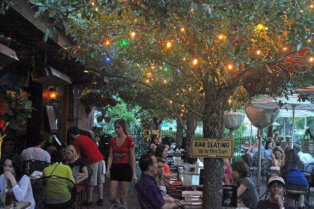 5 New Orleans Bars With Patios For Fun Outdoor Drinking