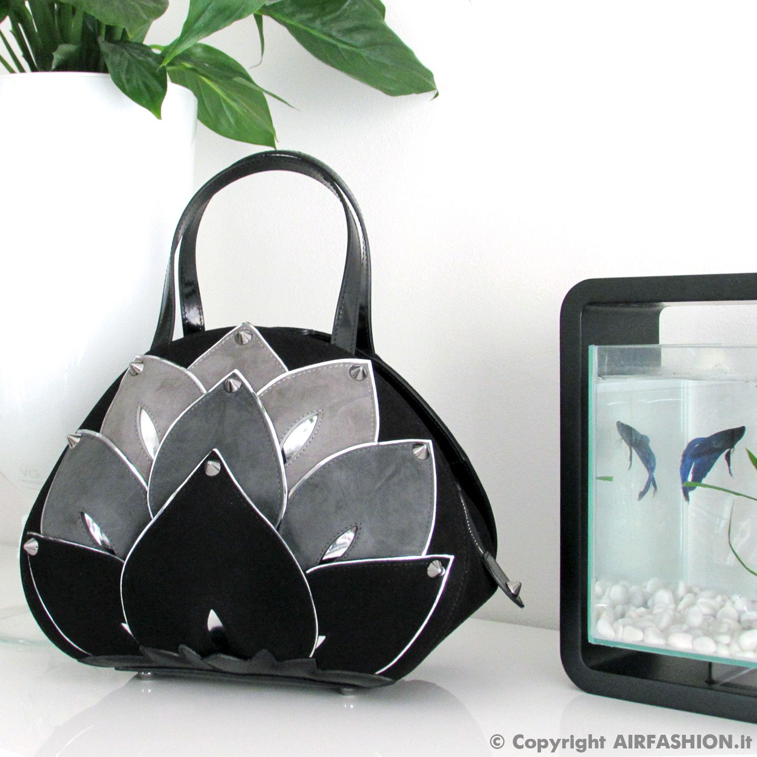 Enjoy the harmony with nature with the Braccialini LOTUS handbag. New fall/winter collection 2016/2017.   http://www.airfashion.it/071815191158/bags-leather/artistic-bags/1/braccialini/b11181_leather_handbag_lotus_flower_theme_fw_2016-2017.html