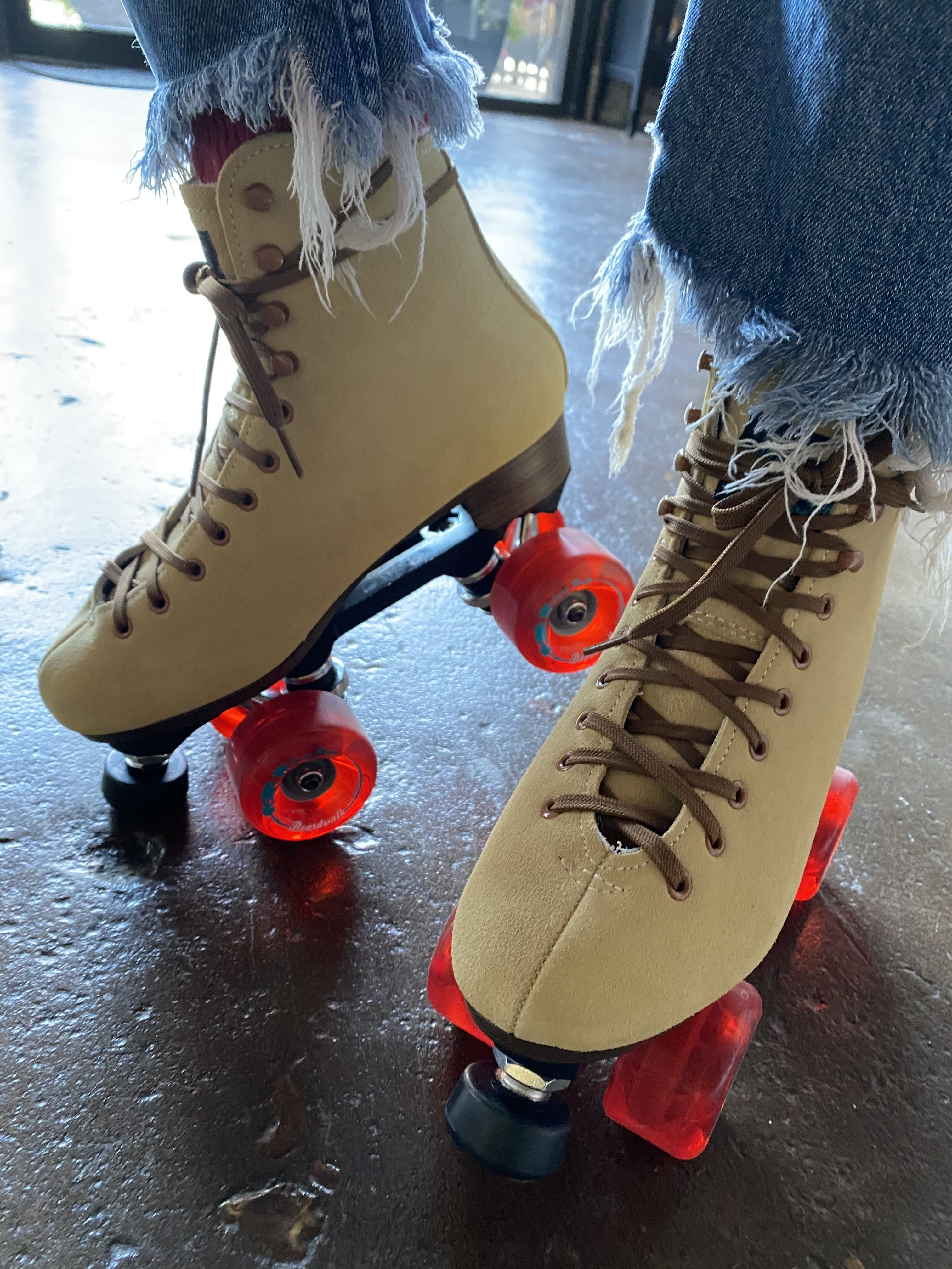 Experimenting With Different Ways To Lace Up My Roller Skates It Seems Like Everyone Does The Same Thing I Want A Diff Roller Skates Roller Skate Black Toe