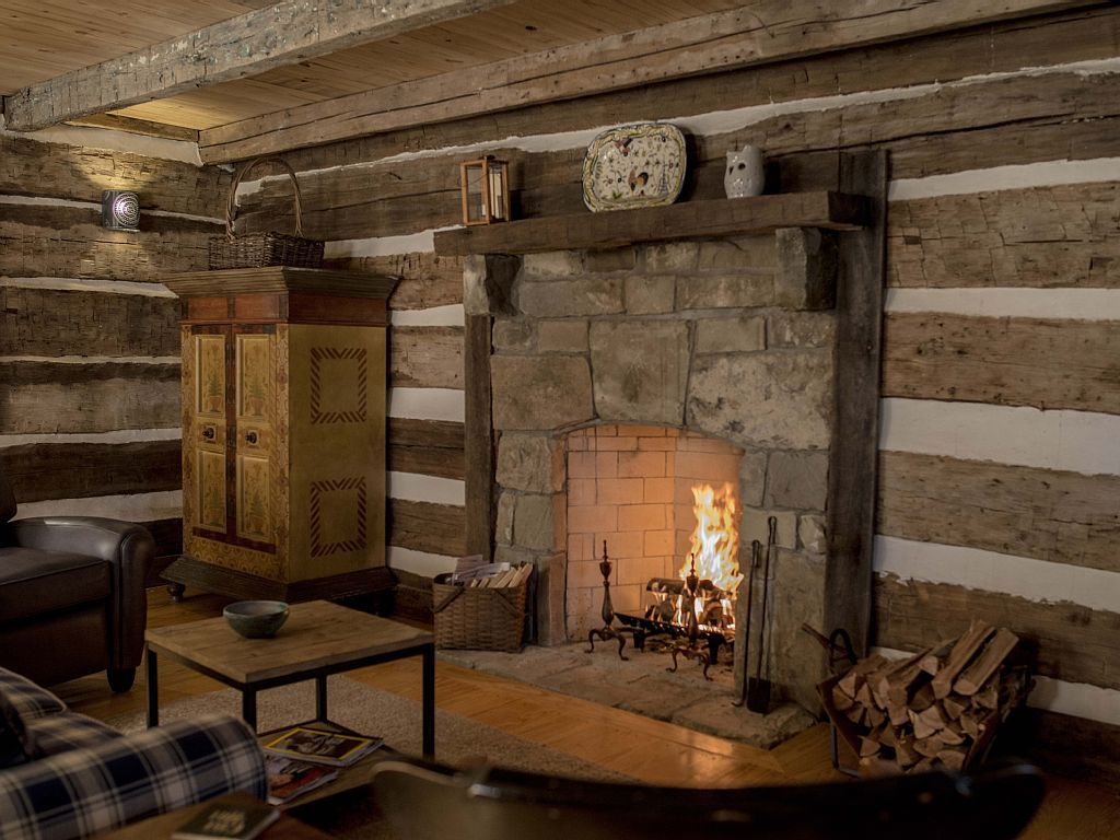 Cabin vacation rental in winchester ohio from for Log cabin fireplaces pictures