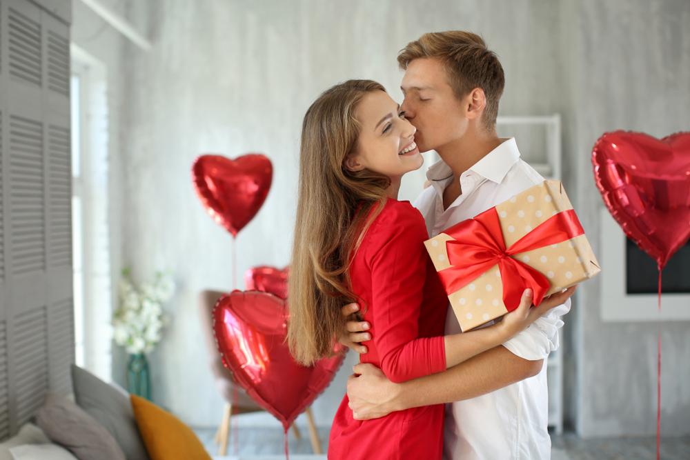 Anniversary Gift Mrtopbuy Com In 2020 Couples Anniversary Gifts Romantic City