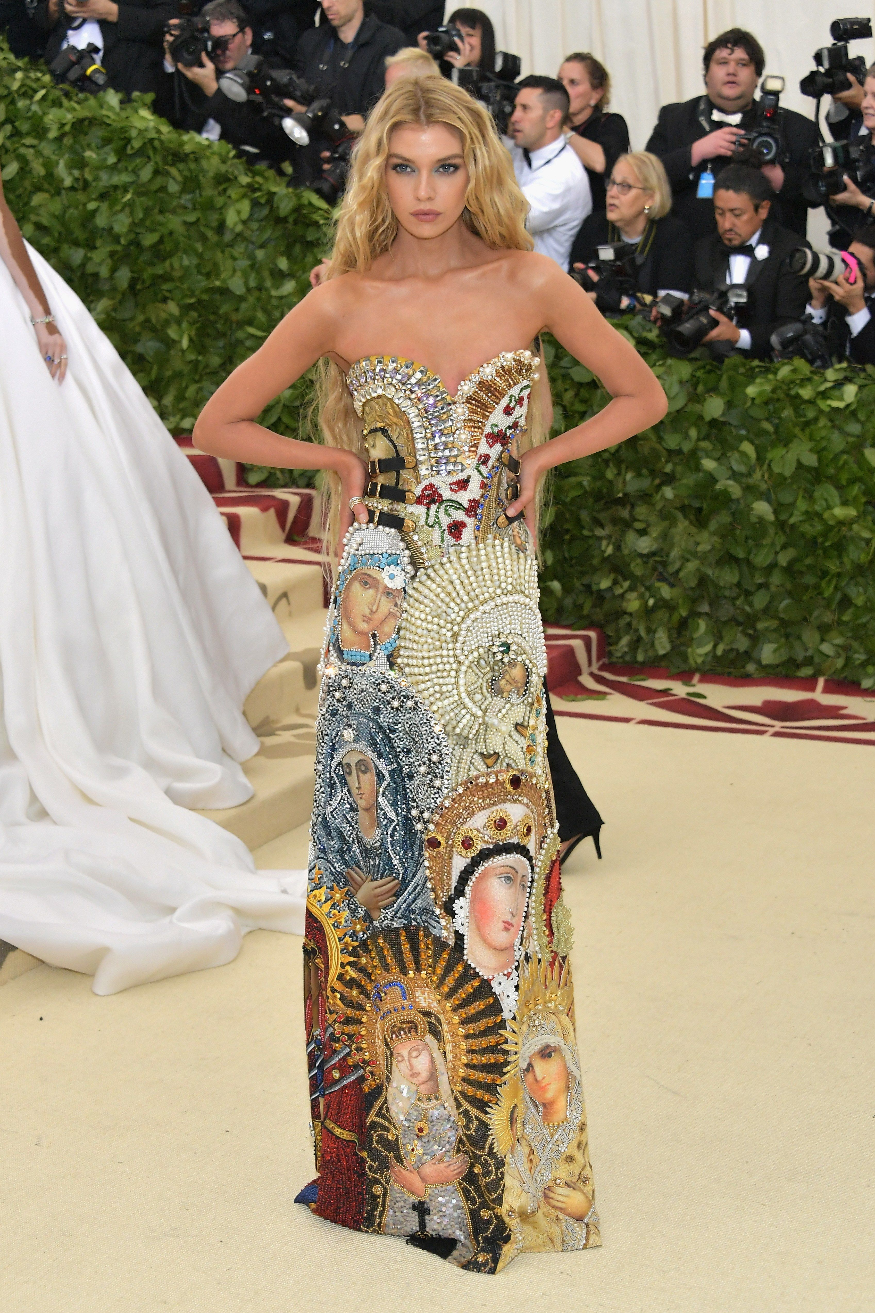 50a6fce5b Stella Maxwell in Moschino - this may be my favorite dress at the met gala  2018! So original and detailed