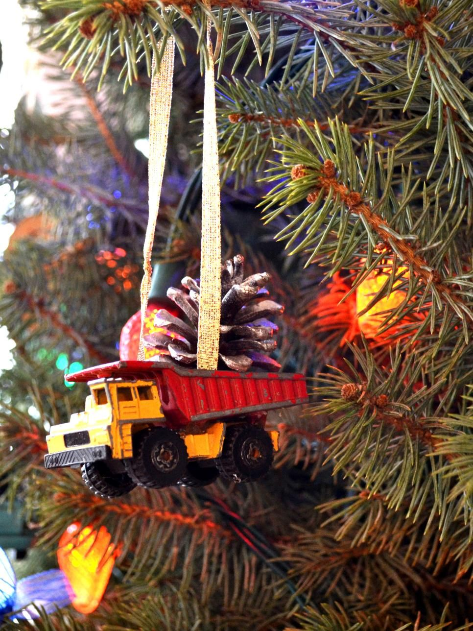 Upcycle old toys into new Christmas tree