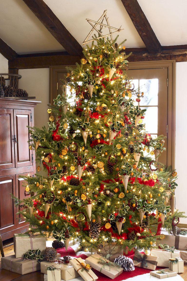 30 prettiest christmas tree ideas to try this year christmas rh pinterest com