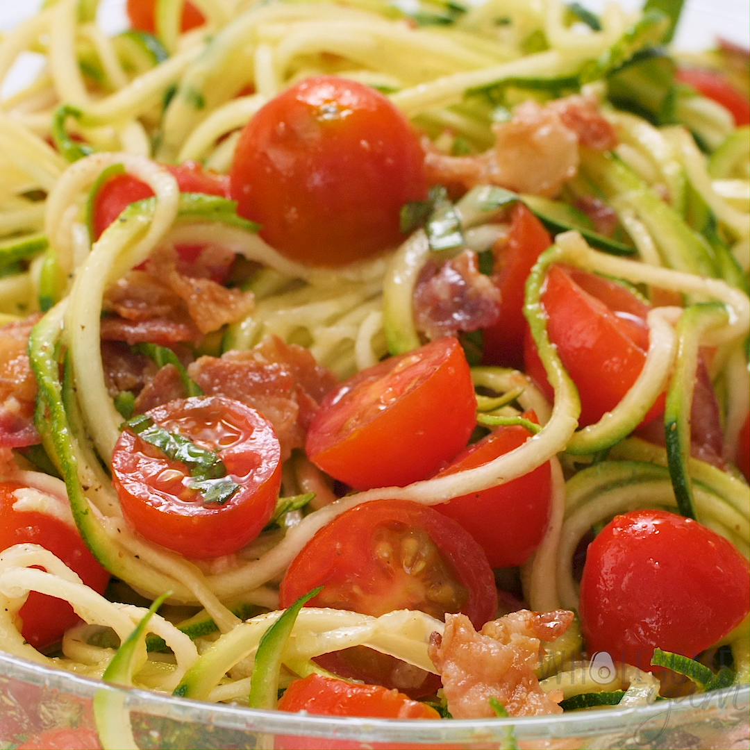 Zucchini Noodle Salad Recipe with Bacon & Tomatoes (Low Carb, Paleo) #zucchininoodles