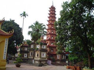 Pagoda de Tran Quoc en Hanoi. http://www.vietnamitasenmadrid.com/2011/06/que-ver-y-que-hacer-en-hanoi.html