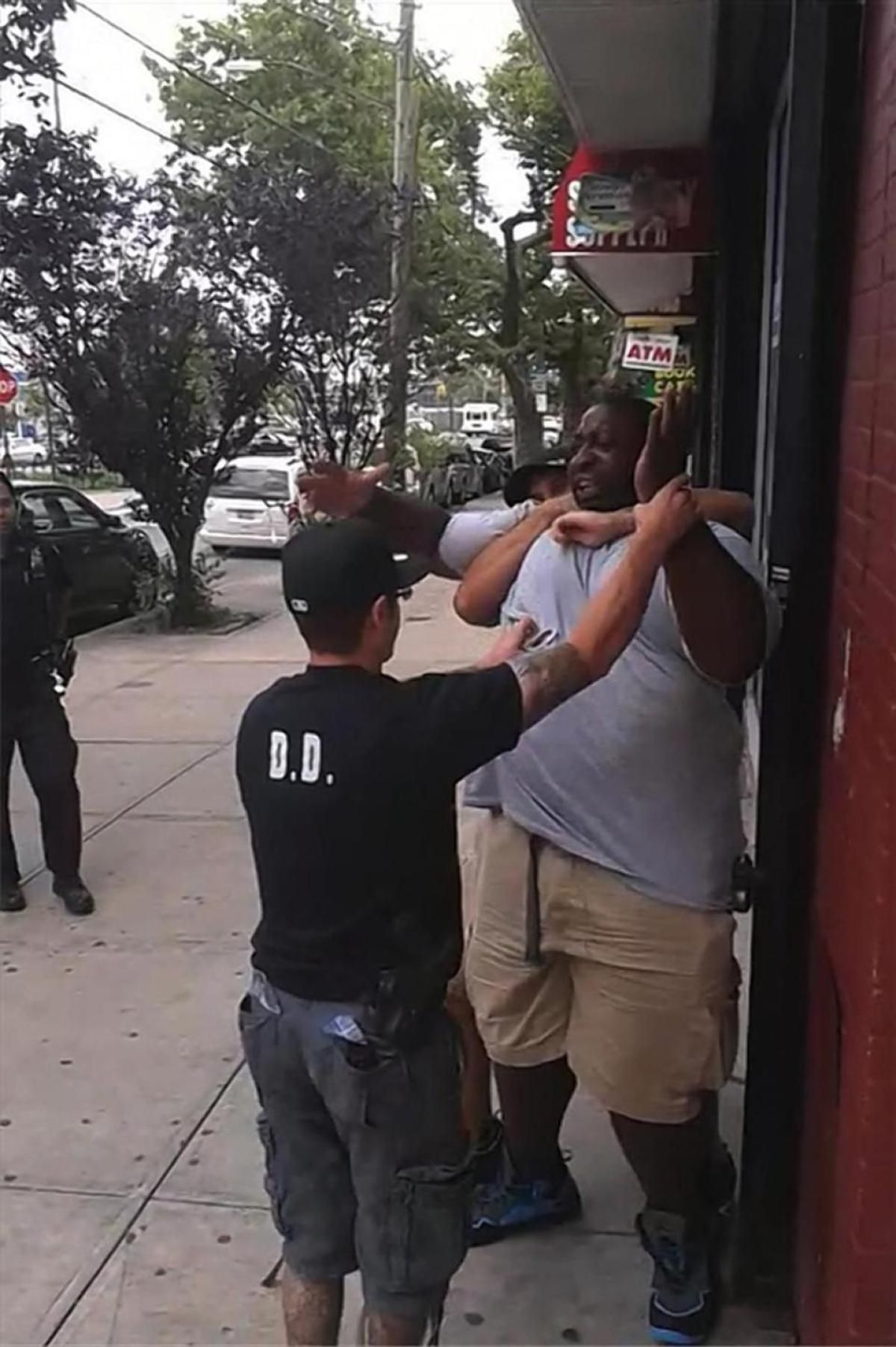 NYPD investigation of Eric Garner death is complete, but Bratton won't take action until fed probe wraps up