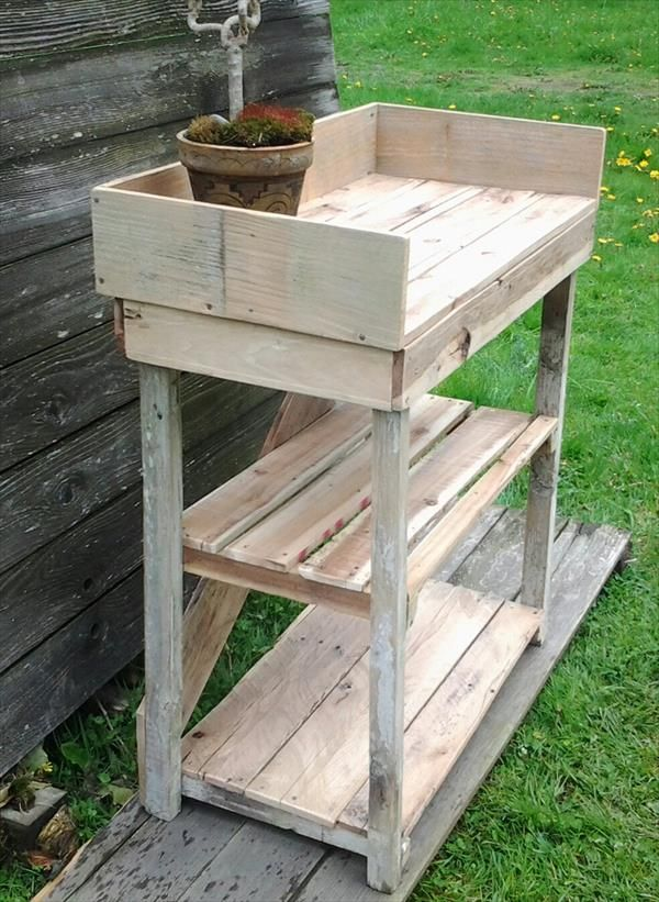 DIY Potting Bench Made with Pallets