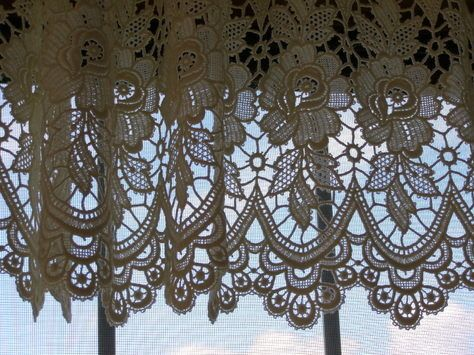 Dutch Lace Curtains This Is A Picture Of One S Hanging In My Brother S Home Vintage Lace Curtains Lace Curtains Curtains