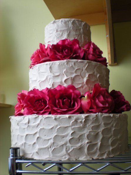 Smudged Icing With Pink Flowers Non Fondant Cakes Fondant